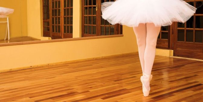 lady-doing-ballet-in-dance-studio